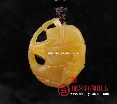 这款海派玉雕黄玉籽玉,祝福挂件件,其色栗子黄,成色均匀,...