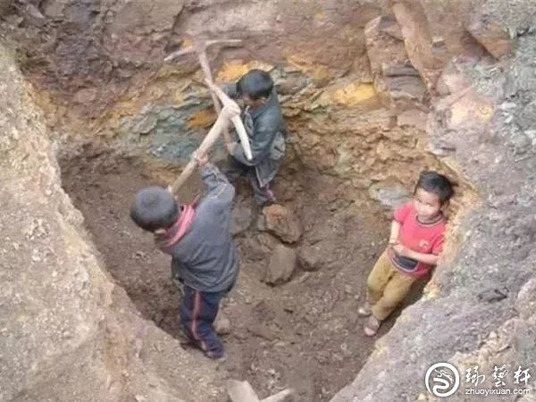 凉山南红玛瑙矿区,7岁孩童挖矿养家!