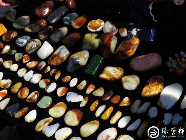 新疆库车县建成首个玉石集散地