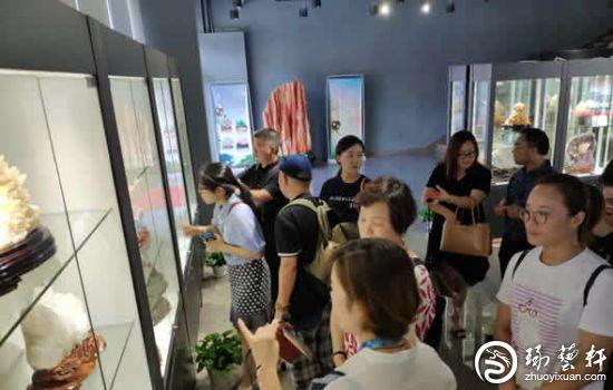行业专家齐聚湖南临武 共商宝玉石文化产业发展