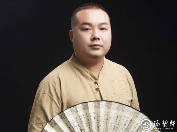 新疆玉雕大师王镇:利用俏色技法做玉雕