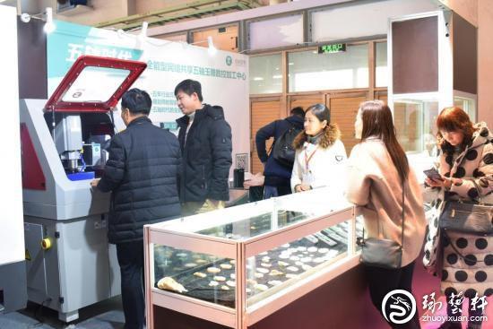 """中国国际珠宝展上的玉石""""互联网+智造""""新模式"""