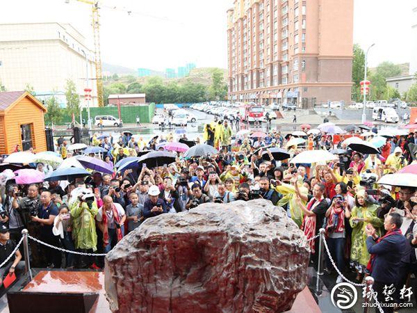 新疆阿勒泰黄金宝玉石文化节一周交易额达半亿